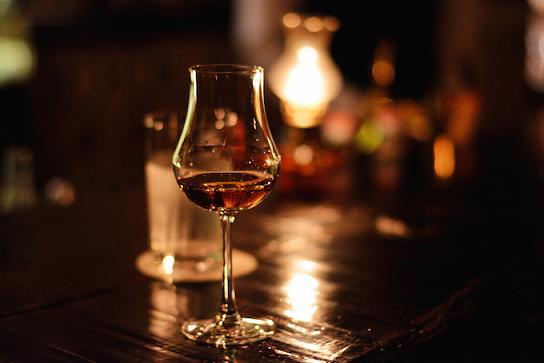 バーボンウイスキー,アメリカンウイスキー,銘柄一覧,おすすめ,種類,違い,飲み方,ロック,人気ランキング,美味しい,まずい,コナン,ハンターハンター
