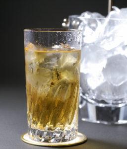 ウイスキー,水割り,おすすめ銘柄,美味しい,旨い,作り方,コツ,方法,温度,グラス,飲み方